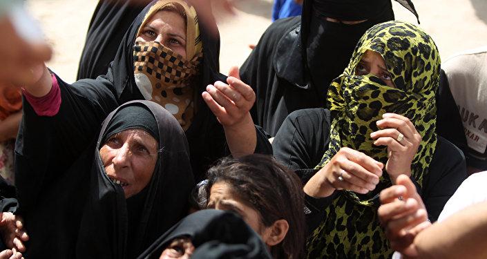 Mulheres e crianças yazidis presas pelo Daesh