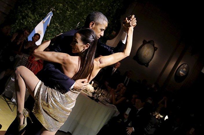 O presidente estadunidense Barack Obama dança tango durante a sua visita à Buenos Aires