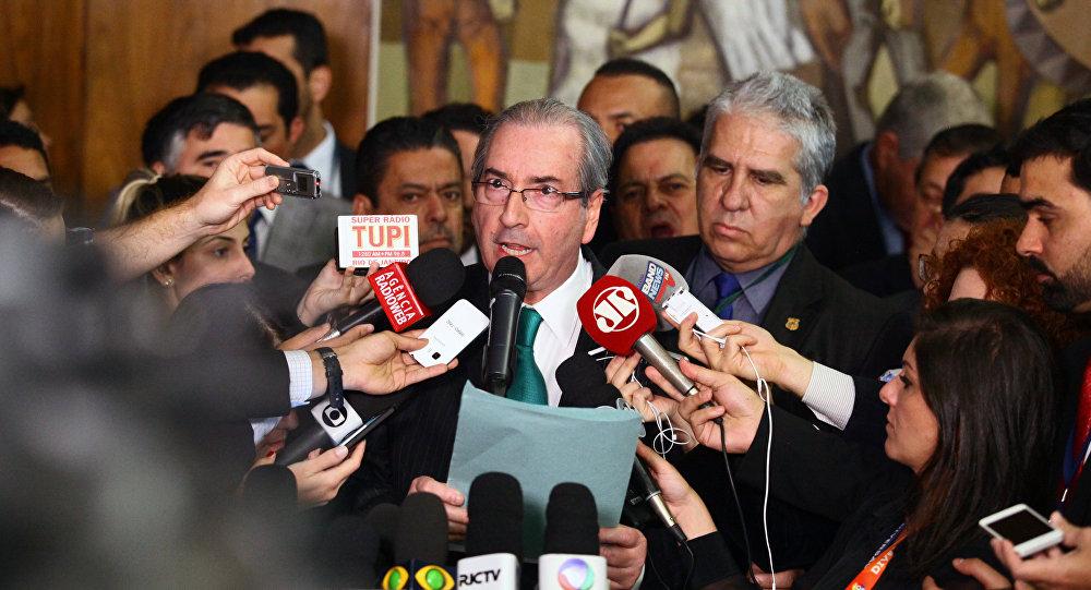 Eduardo Cunha faz pronunciamento para a imprensa, onde renuncia ao cargo de presidente da Câmara dos Deputados