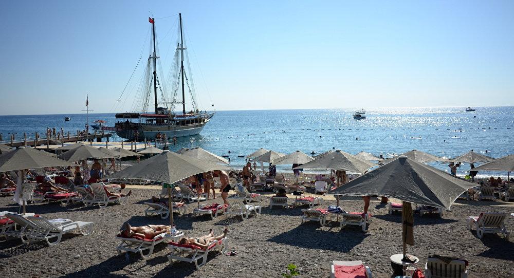 Praia da região turística de Antália, na Turquia