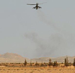 Helicóptero Mi-24 do Exército Árabe Sírio perto de Palmira