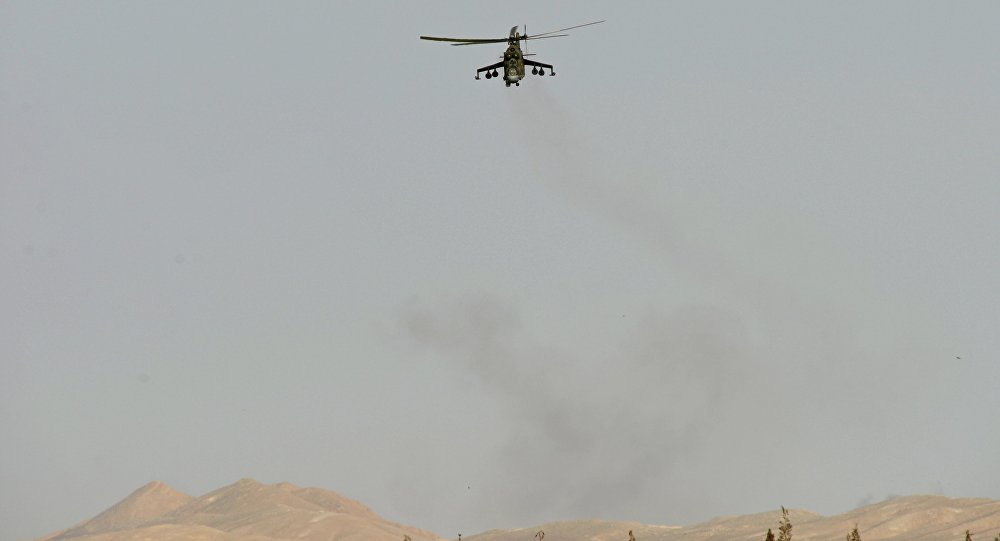 Helicóptero Mi 24 do Exército sírio perto de Palmira, na Síria