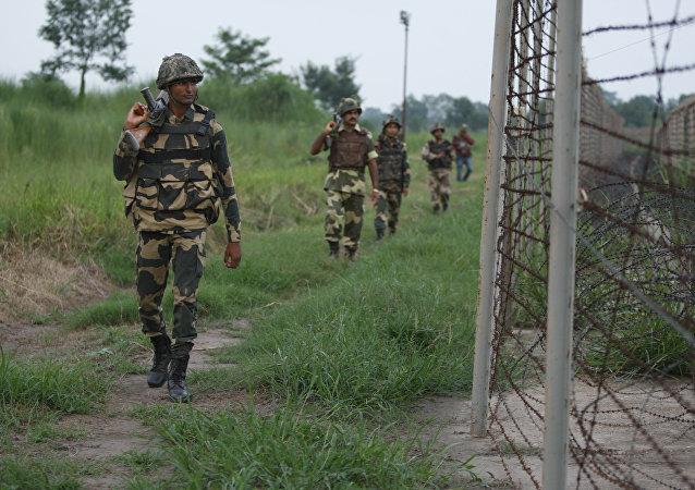 Soldados da Força de Segurança de Fronteira Indiana (BSF)