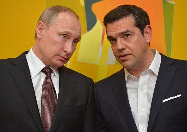 O Presidente russo Vladimir Putin e o primeiro-ministro grego Alexis Tsipras