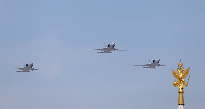 Bombardeiros russos de longo curso Tu-22M3 desfilam durante a Parada da Vitória em Moscou, Rússia, 9 de maio de 2016