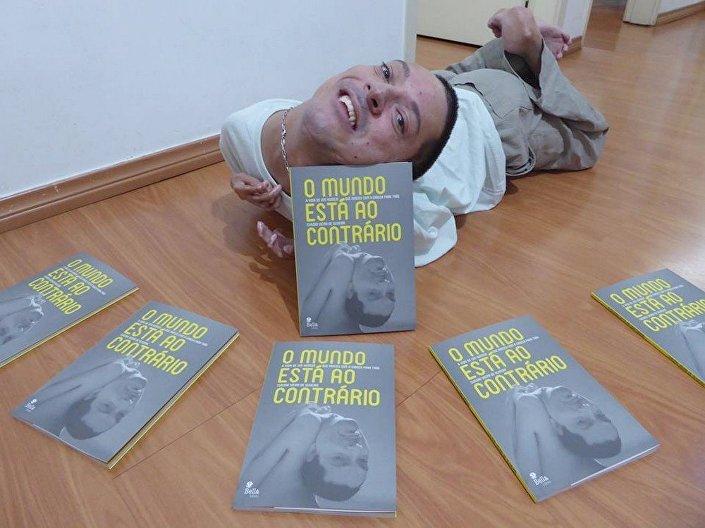 Claudio Vieira de Oliveira e o sonhado livro sobre sua vida O Mundo Está ao Contrário
