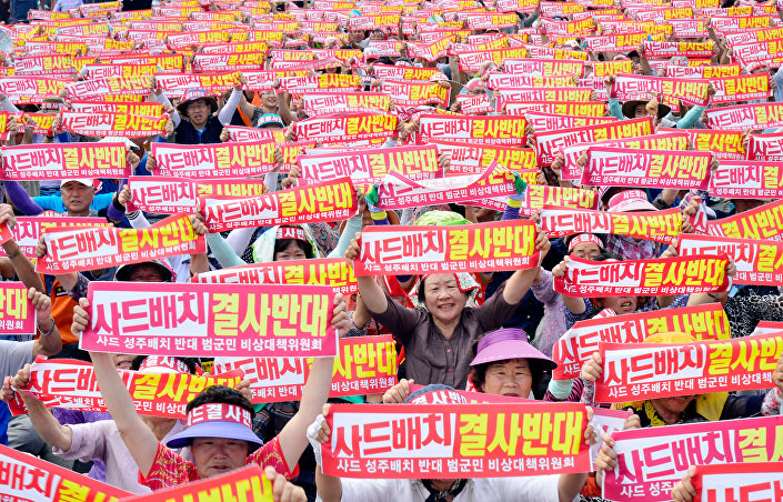 Moradores de Seongju durante um protesto contra a decisão do governo sobre a implantação da unidade de defesa anti-míssil dos EUA, THAAD, 13, julho, 2016