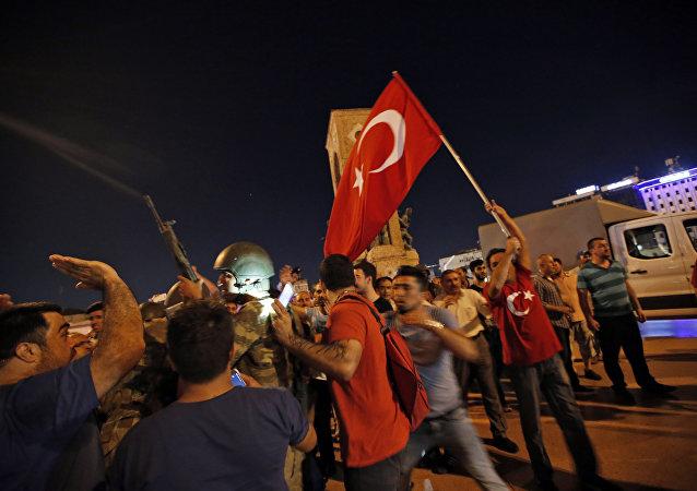 População foi às ruas protestar contra golpe militar em todo o país