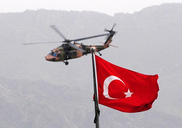 Helicóptero turco perto da fronteira com o Iraque (foto de arquivo)