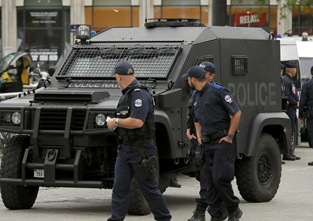 Patrulha da polícia em Lille, França