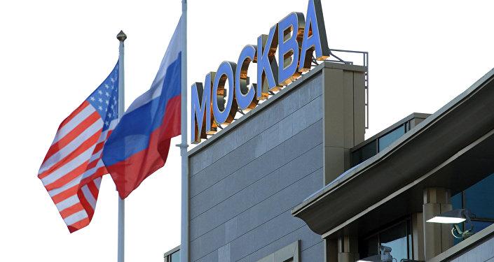 Bandeiras dos EUA e da Rússia