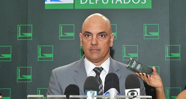 Ministro da Justiça diz que está sendo elaborado projeto para regulamentação do aplicativo