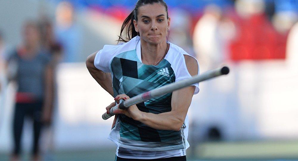 Yelena Isinbayeva durante o campeonato da Rússia em Cheboksary