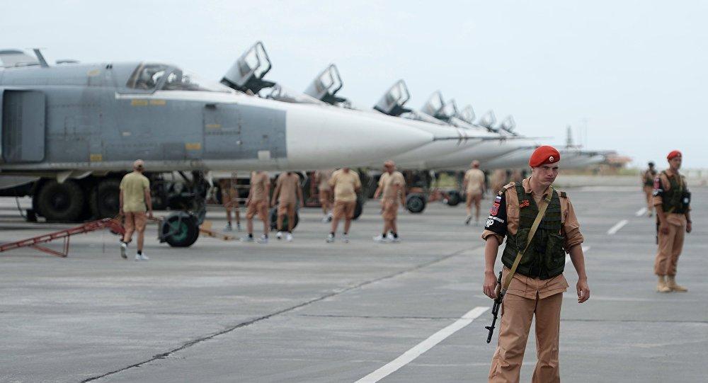 Forças russas na base aérea de Hmeimim na Síria