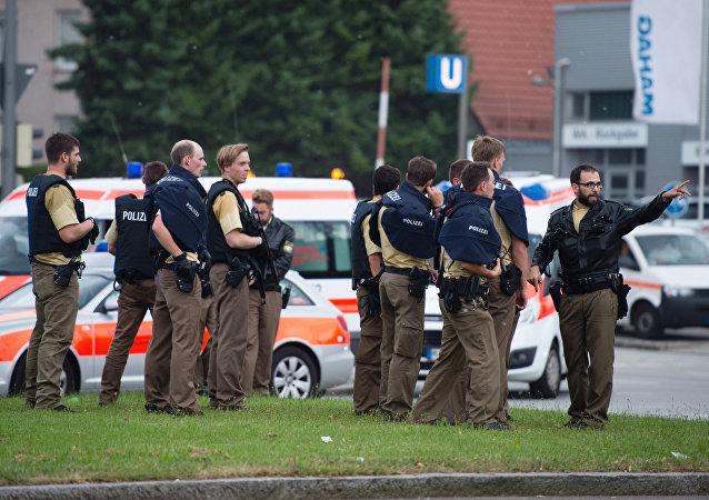 Polícia faz segurança em frente ao local do tiroteio, em Munique