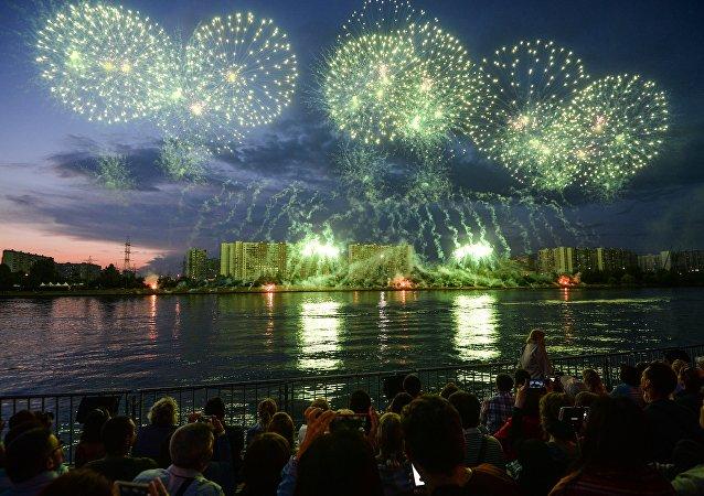 Primeiro dia do II Festival de Fogos de Artifício em  Moscou, 23 de julho 2016