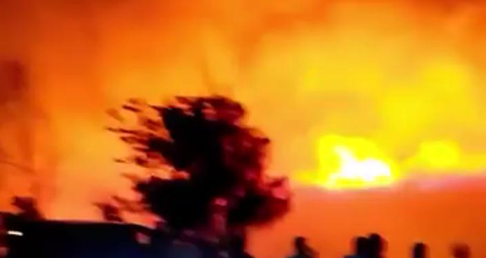 Um enorme incêndio perto de uma base da OTAN em Izmir, Turquia