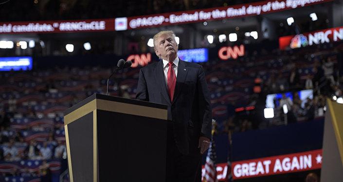 Presidenciável Donald Trump proferindo discurso