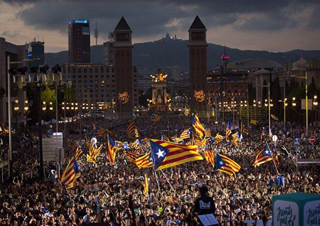 Manifestação de catalães a favor da independência regional em setembro de 2015