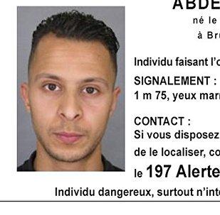 Aviso da polícia francesa procurando Salah Abdeslam, suspeito de autoria nos atentados de Paris.
