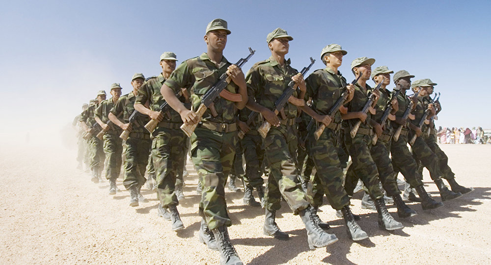 Soldados da Frente Polisário durante uma parada militar na aldeia de Tifariti, Saara Ocidental (foto de arquivo).