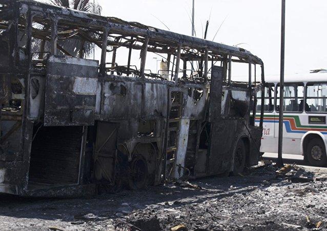 Ônibus incendiado nos distúrbios em Natal/RN