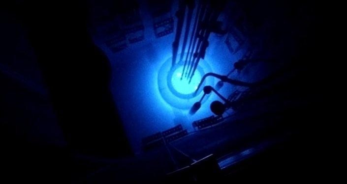 Explosão nuclear dentro de um reator