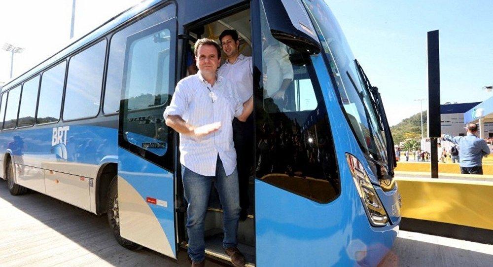 Prefeito do Rio de Janeiro, Eduardo Paes, em visita a Transolímpica