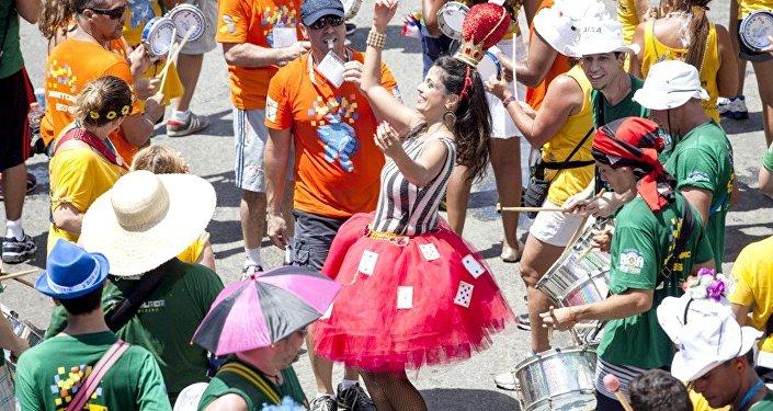 Último grande bloco a desfilar no Carnaval do Rio em 2016, Monobloco arrastou uma multidão pelo centro da cidade