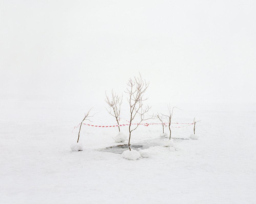 Teste de contaminação da água em um lago perto da cidade científica anteriormente secreta de Chelyabinsk-40