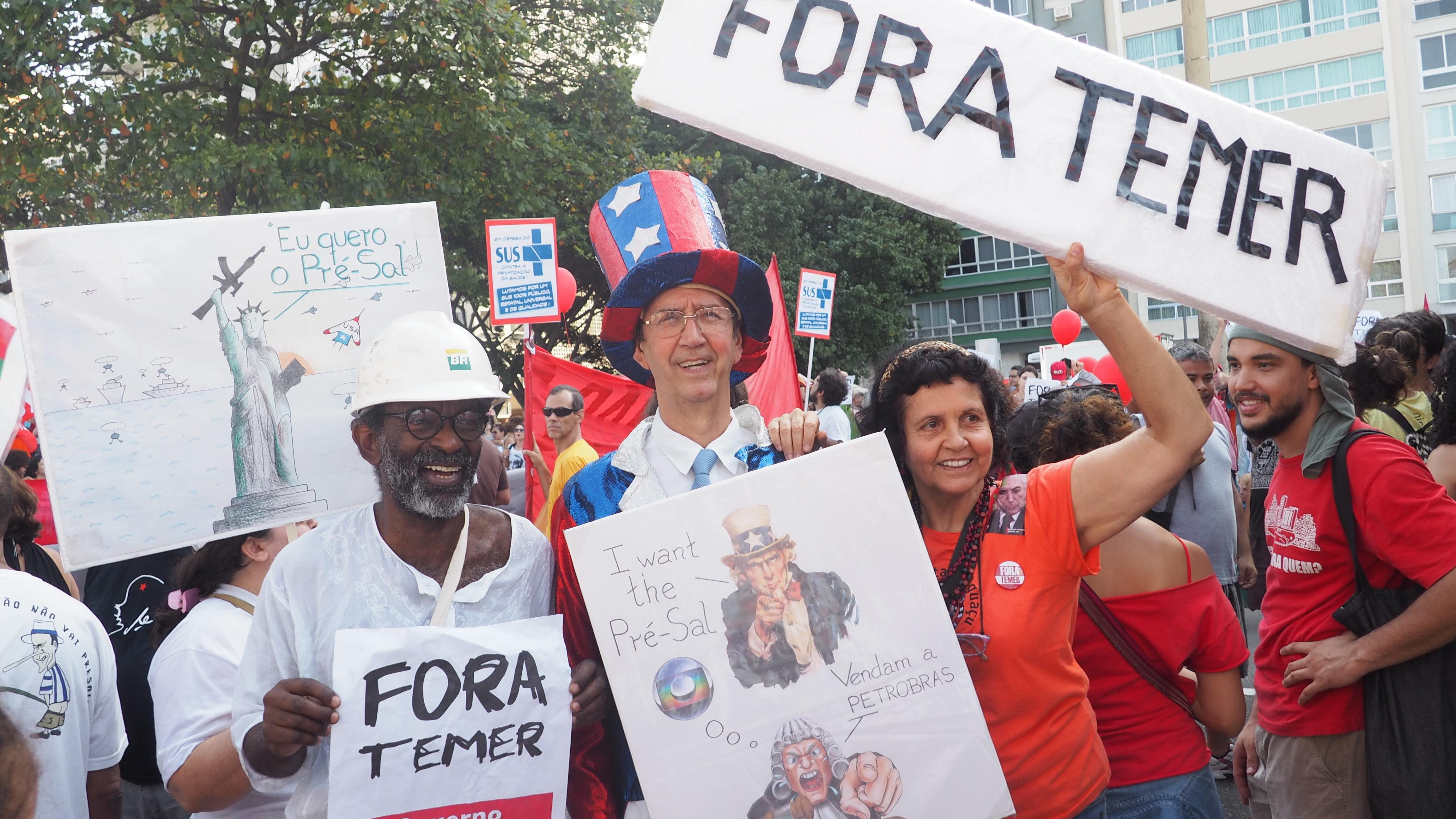 Manifestantes denunciam entrega do pré-sal em ato contra Temer