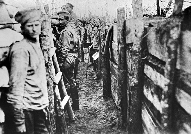 Soldados russos nas trincheiras da primeira linha