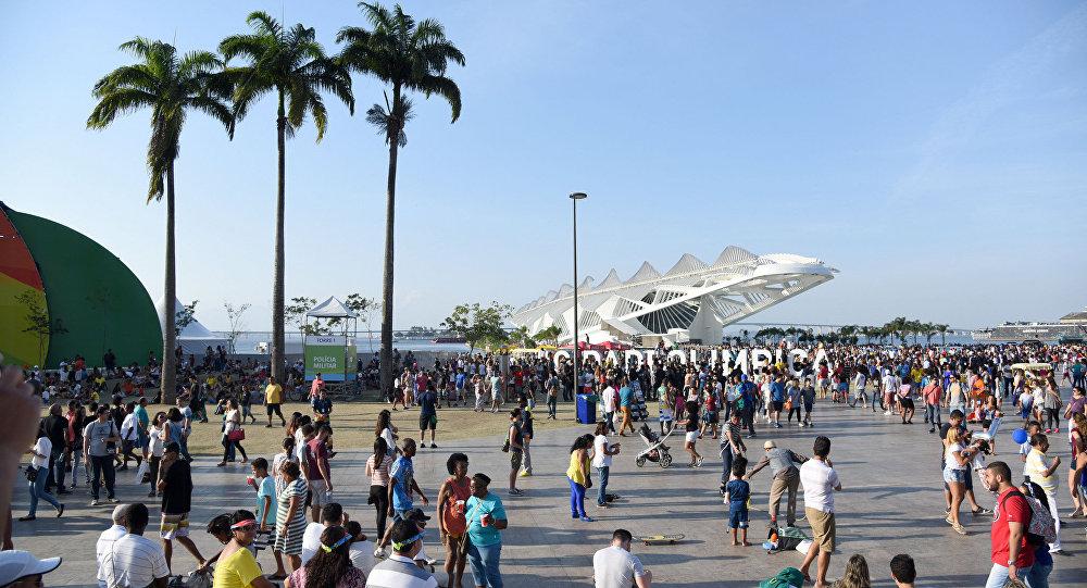 Movimento no Boulevard Olímpico, na região central do Rio de Janeiro