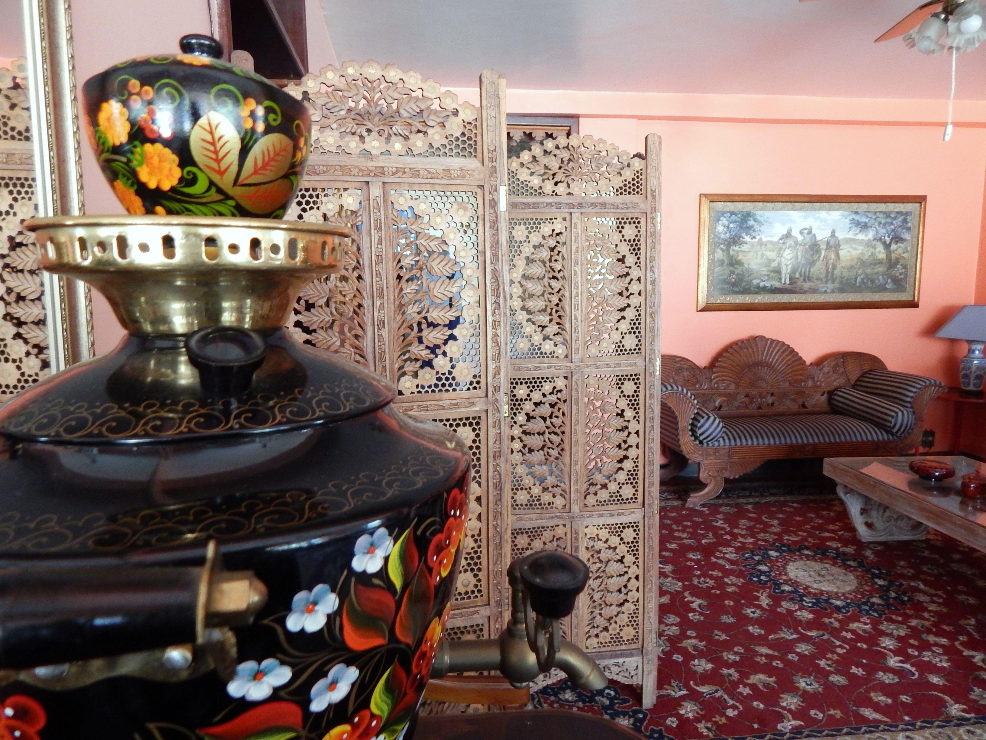 Salas são decoradas com porcelana russa, samovares e matrioschkas