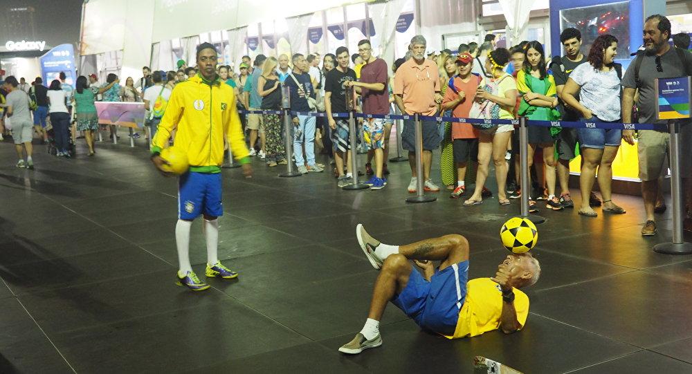 Sósia de Ronaldinho Gaúcho na Megastore dos Jogos Rio 2016 em Copacabana