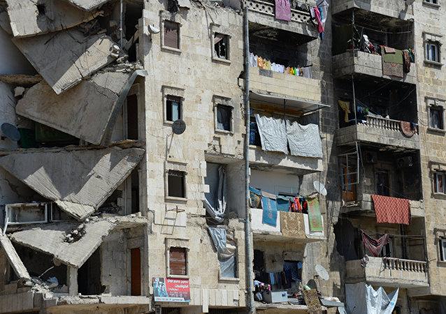Edifício destruído da cidade síria de Aleppo, abril de 2016, Síria