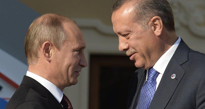 Presidente russo Vladimir Putin e presidente turco Recep Tayyip Erdogan antes da cúpula do G20 em São Petersburgo, setembro de 2013