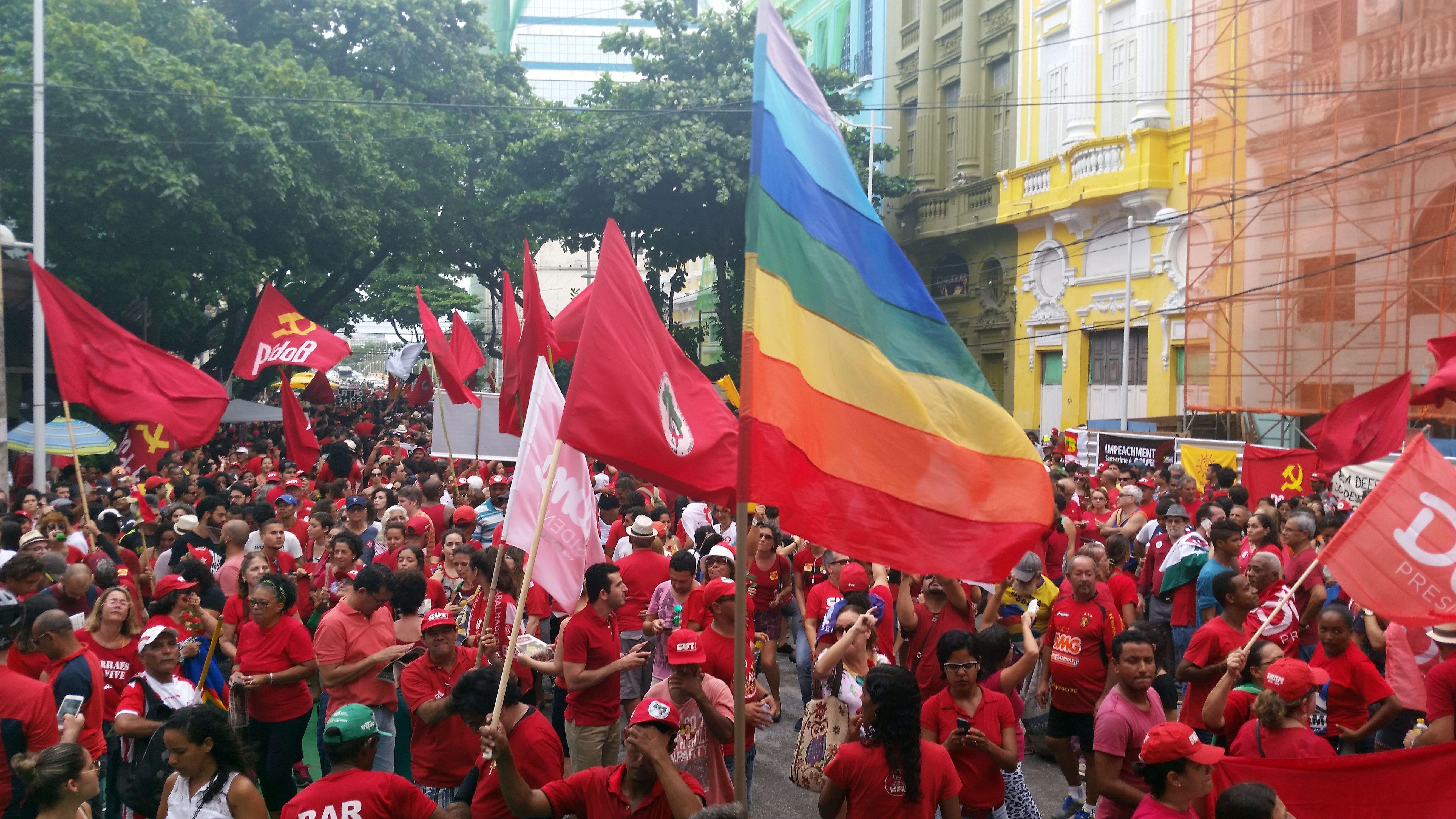 Movimentos sociais ocuparam ruas e avenidas em Recife