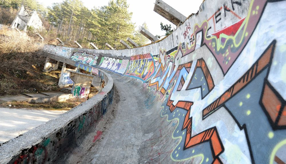 Pista de trenó dirigível abandonada perto de Sarajevo
