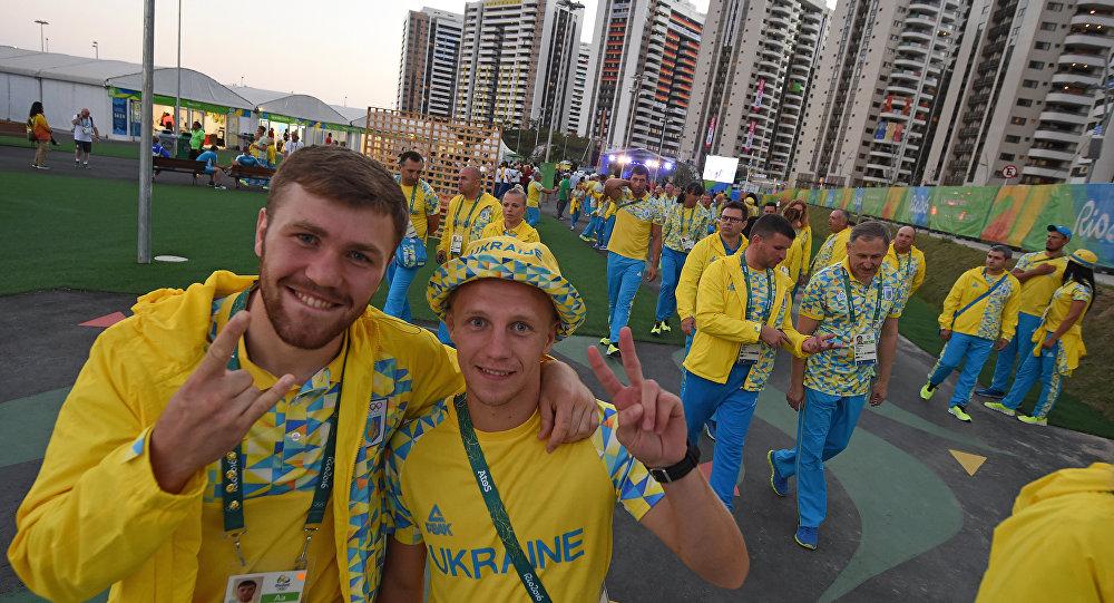 Atletas da Ucrânia participam da cerimônia de abertura na Vila Olímpica antes dos Jogos Olímpicos Rio 2016, no Rio de Janeiro, no dia 31 de julho de 2016.