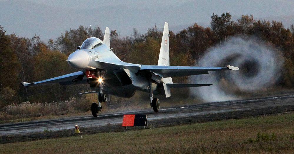 Su-30 M2 é um caça multifuncional russo