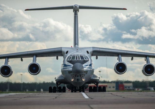 Il-76 é um avião pesado militar de transporte de tropas de paraquedas, equipamentos e outros. A última versão leva o nome Il-76MD-M.