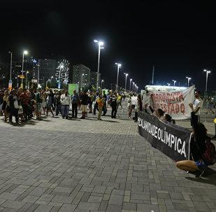 'Jogos da Exclusão': manifestantes fazem protesto no Parque Olímpico da Rio-2016