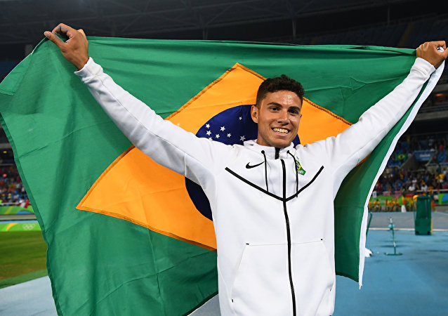 Thiago Braz conquista medalha de ouro para o Brasil no salto com vara