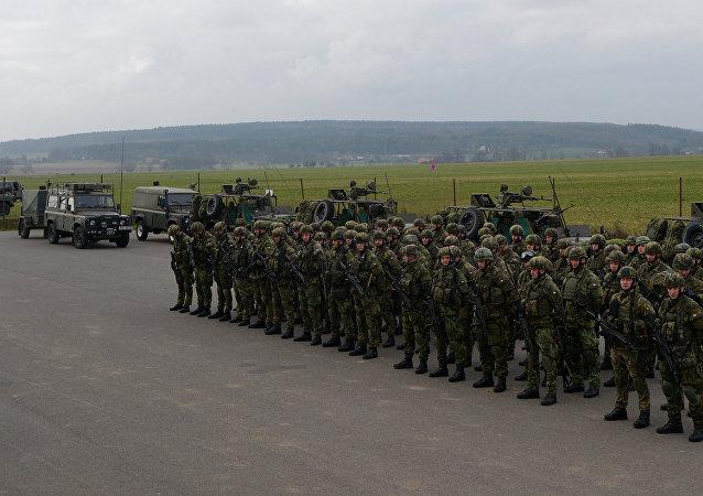 Militares tchecos durante os treinamentos da OTAN Noble Jump em 2015