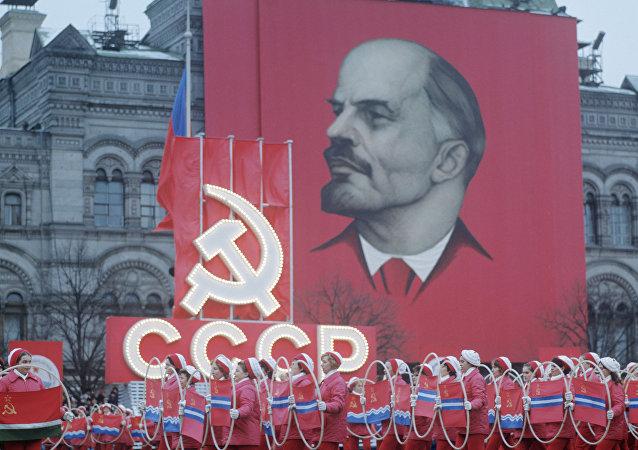 Parada dos atletas em homenagem ao 55º aniversário da Revolução de Outubro, Moscou, URSS, 7 de novembro de 1972