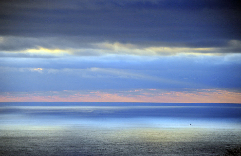 Em dezembro, a natureza de Sevastopol é particularmente surpreendente. As paisagens são repletas de cores e o ar é preenchido com placidez.