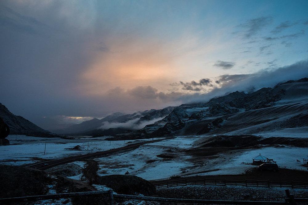 A lendária via Chuiski é a estrada principal da região russa montanhosa de Altai, que corre até a fronteira da Mongólia.