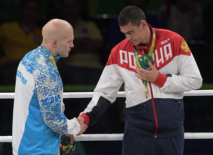 Vassiliy Levit, boxeador do Cazaquistão e boxeador russo Evgeny Tishchenko, 15 de agosto de 2016