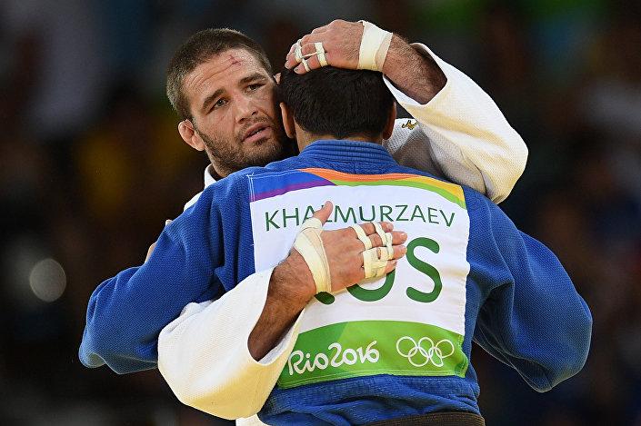 Judoca americano Travis Stevens e judoca russo Hasan Khalmurzaev, 9 de agosto 2016